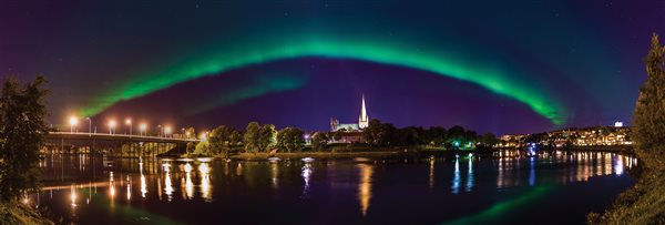 September: Nordlys over Nidarosdomen